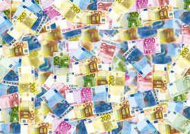 Прогнозират спад при еврото и петрола