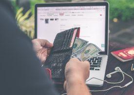 Юли се оказва най-лошият месец за долара от 10 години