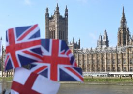 БВП на Великобритания се срина с над 20% през април