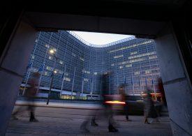 Умерен растеж и леко повишение на инфлацията в еврозоната, прогнозира ЕК