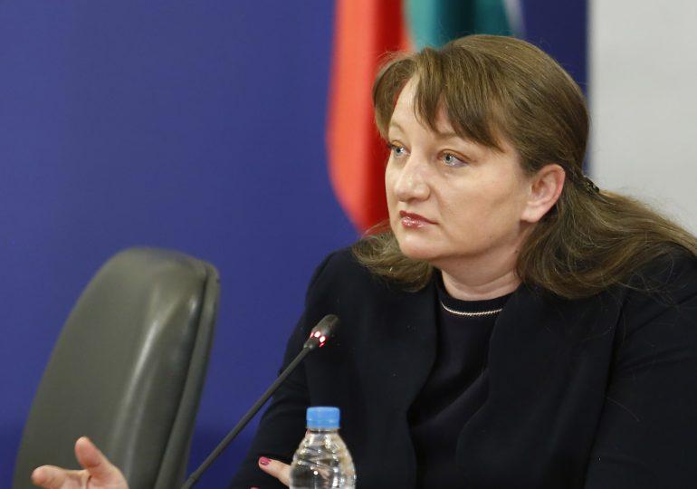 Обсъждат еднакво увеличение на всички пенсии, съобщи Деница Сачева