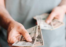 Доларът на седмичен минимум, очаква обрат след спада на безработицата в САЩ