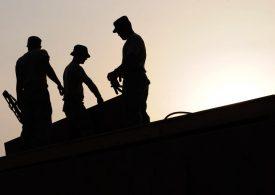 """Една трета от работниците готови да получават """"пари в плик"""""""