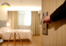 Продължава сривът в приходите на хотелите
