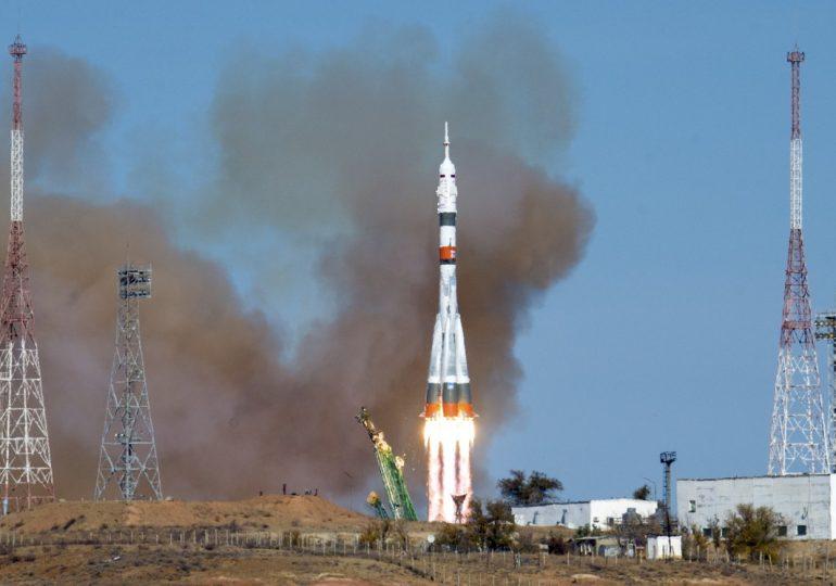 """Спира ли НАСА да плаща за място на астронавтите си на руските """"Союз"""""""
