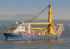 Защо корабът, полагащ тръбите за Северен поток 2, си тръгна към Русия