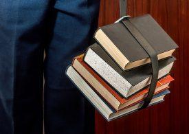 Пари срещу реформа за младите във висшето образование