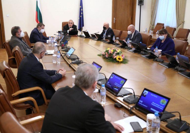 Борисов обеща 400 млн. лева компенсации за затворените бизнеси