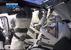 Астронавтите на SpaceX Crew-1 се подготвят за скачване с МКС