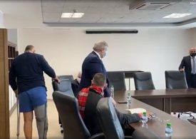 По къси гащи Борисов представи от болницата проектокабинета на ГЕРБ
