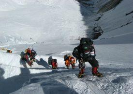 Опасност от ковид огнища в лагерите под Еверест