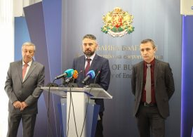 Министър Живков с остро предупреждение към отстранените шефове на БЕХ