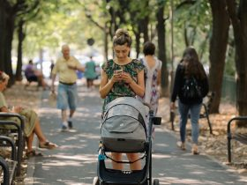 Увеличаването на майчинството не решава демографската криза